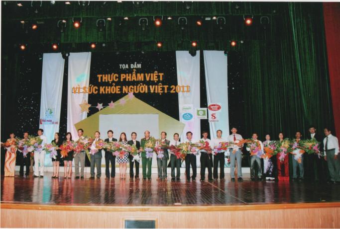 """VINACUA vinh dự đón nhận danh hiệu """"THỰC PHẨM VIỆT VÌ SỨC KHOẺ NGƯỜI VIỆT - 2011"""""""